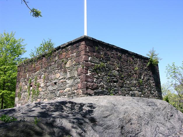 Resto de construção localizada dentro do Central Park que precede a construção do parque
