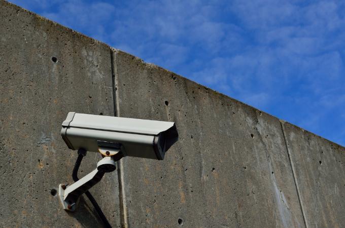 A distopia carioca da vigilância que pode acentuar a violência racial e o autoritarismo