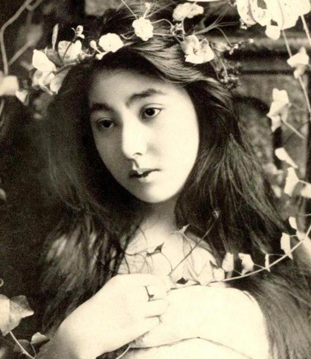A jovem Yacco em cena no início de sua carreira