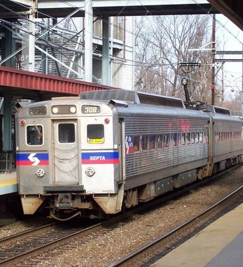 Mulher é estuprada em metrô da Filadélfia, passageiros filmam, mas não ajudam