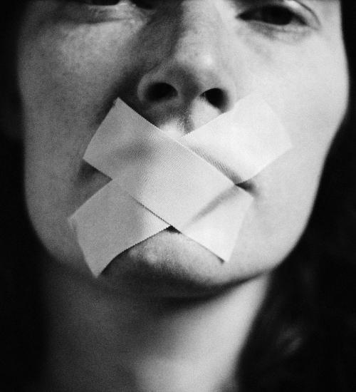 O que é misoginia e como ela é a base da violência contra a mulher